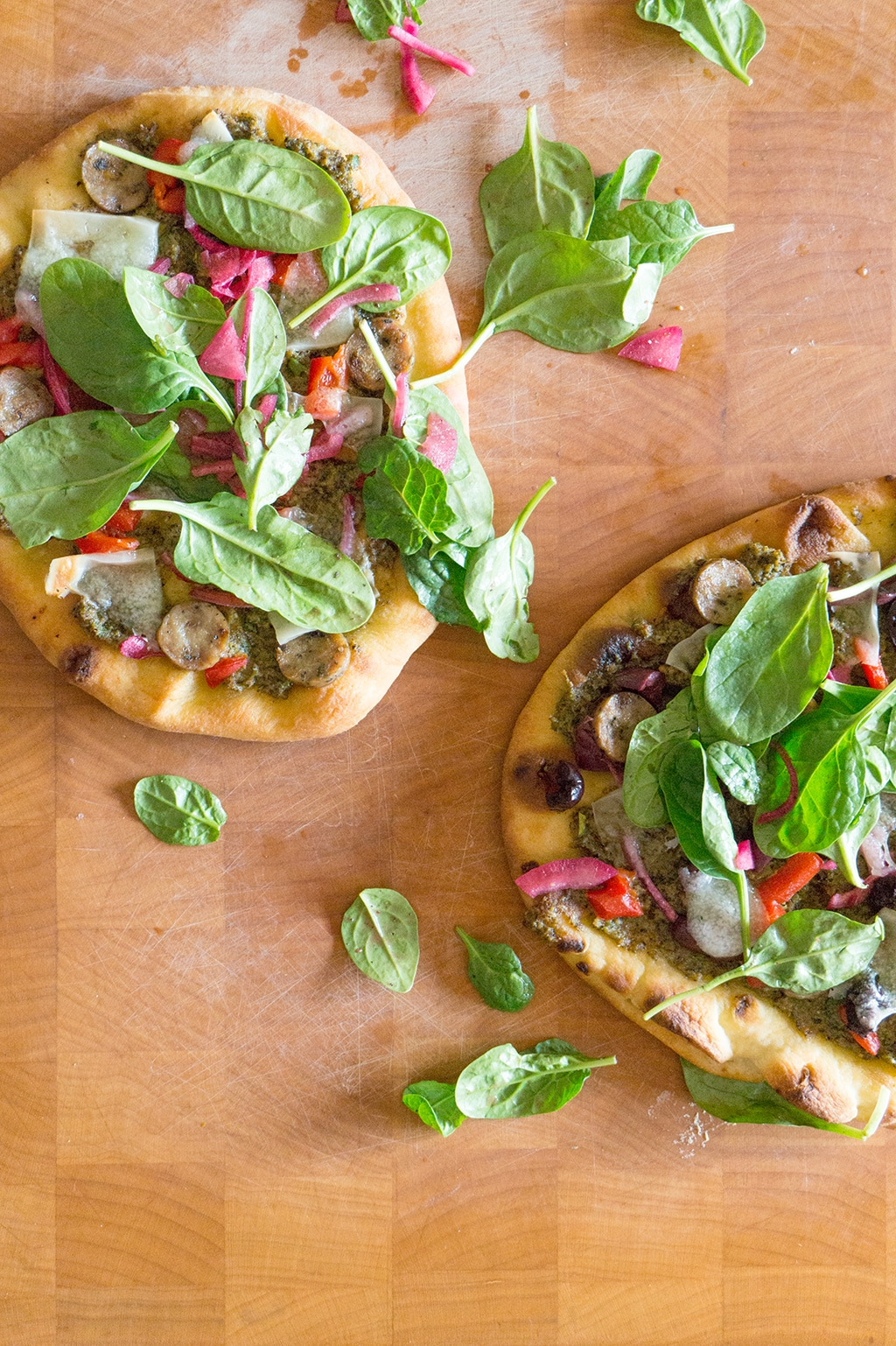 This recipe is 2 in 1. A delicious pizza and a broccoli pesto that you can use on almost anything - like this Naan Pizza with Manchego cheese! | PIZZA | NAAN | PESTO | Recipe at OatandSesame.com