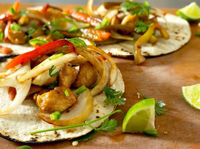 Easy Marinated Chicken Tacos | TacoTuesday | Chicken | Marinade | Easy Dinners | recipe at OatandSesame.com