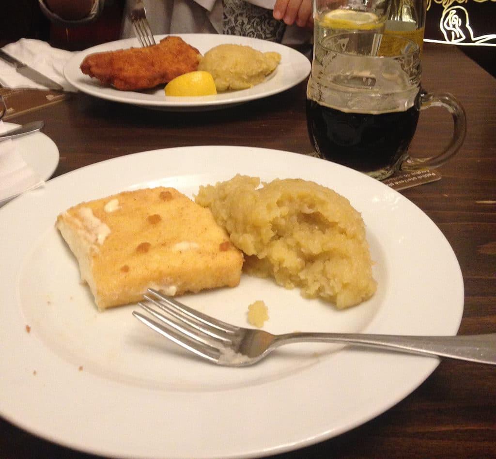 Traveling + Eating - Prague + a Recipe for Apple Honey Lemonade   SUMMER   TRAVEL   CZECH REPUBLIC   PRAGUE   Recipe at OatandSesame.com