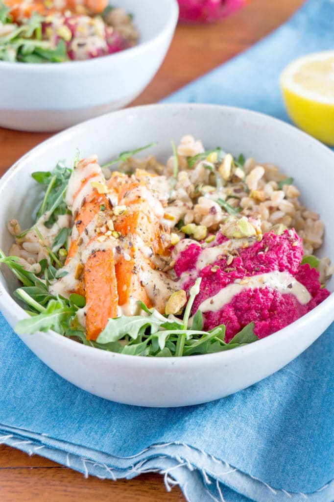 Packed with nutrients, this Farro Salad and Spiced Tahini Dressing is one of the most delicious vegetarian and vegan lunches I make. It's great for meal prep as well. | OatandSesame.com
