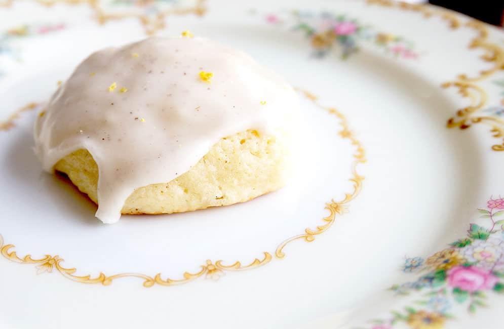 single vanilla bean cookie on plate