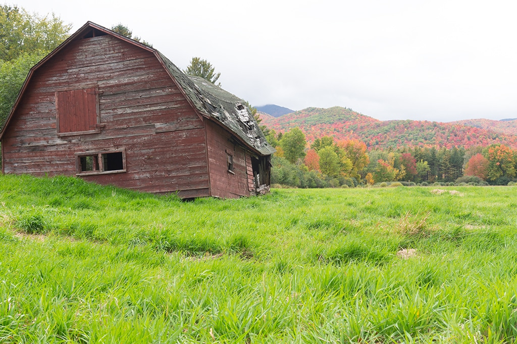 Rustic Barn - Adirondacks Travel
