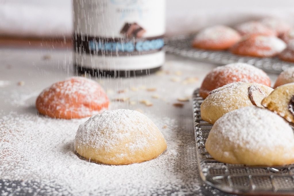 dusting cookies with powdered sugar