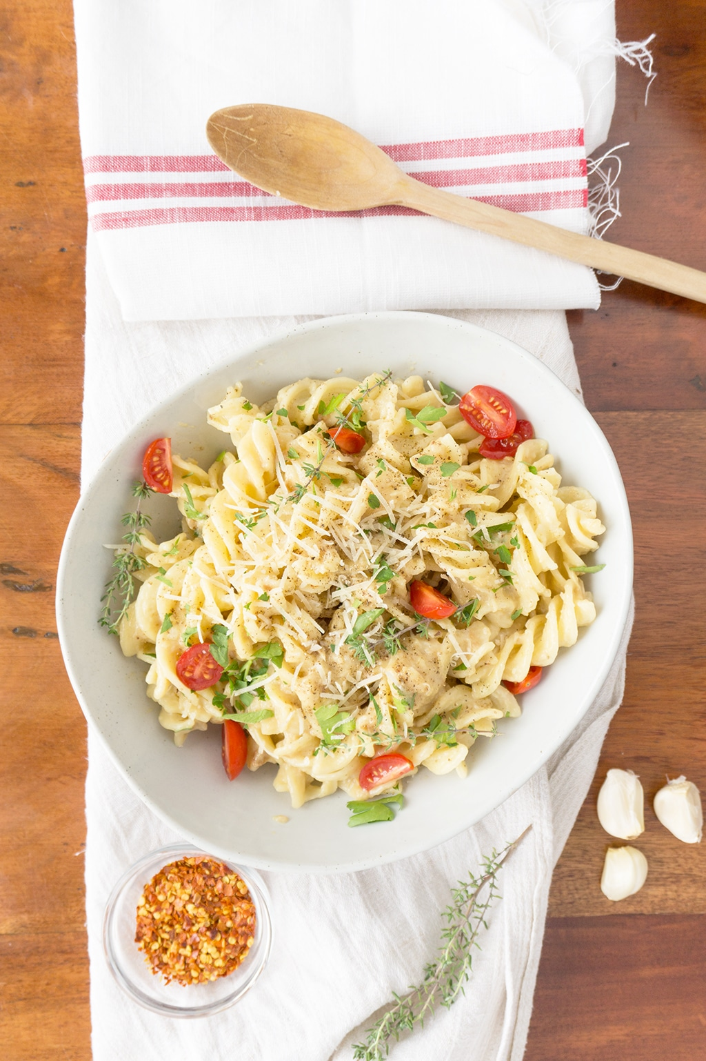 Creamy Roasted Garlic Pasta Sauce in serving bowl